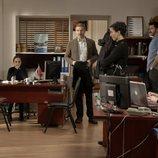 Los protagonistas de 'Amor de contrabando' en la comisaría