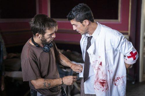 Alejo Sauras en el rodaje de la escena clave del capítulo 2x05 de 'Estoy vivo'