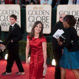 Sally Field, de 'Cinco hermanos', posa sonriente en la alfombra roja de los Globos de Oro 2009