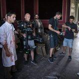 Alejo Sauras en el rodaje del capítulo 2x05 de 'Estoy vivo' como el Enlace