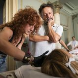 Oriol Ferrer, director de 'Estoy vivo', supervisa el rodaje del capítulo 2x05