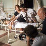 Alejo Sauras y Laura Quirós en el rodaje de la escena clave del capítulo 2x05 de 'Estoy vivo'
