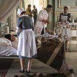 El Enlace en una visión del capítulo 2x05 donde se muestra su rol de médico en la Guerra Civil