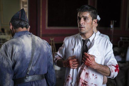 Alejo Sauras en el papel de médico durante la Guerra Civil en 'Estoy vivo'