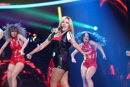 Anabel Alonso imita a Samantha Fox en la gala 4 de 'Tu cara me suena'