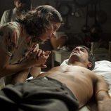 Jesús, herido, junto a Alejandra en segunda temporada de 'La República'