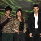 Mario Casas, Óscar Casas y Lola Dueñas en la presentación de 'Instinto'