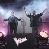 Antonio Orozco y Luis Fonsi en el evento sorpresa de 'La Voz'