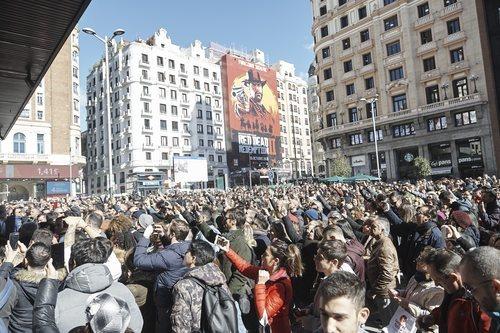 La plaza de Callao llena con el público disfrutando del evento sorpresa de 'La Voz'