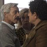 Antonio Alcántara desafiante con el padre de Karina en la temporada 19 de 'Cuéntame cómo pasó'