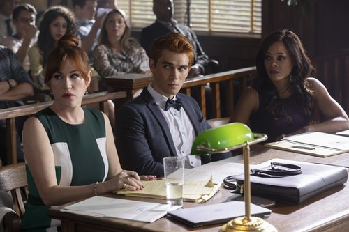 Archie Andrews, Mary Andrews y Sierra McCoy en la tercera temporada de 'Riverdale'