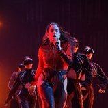 Rosalía en su actuación de los EMAs 2018