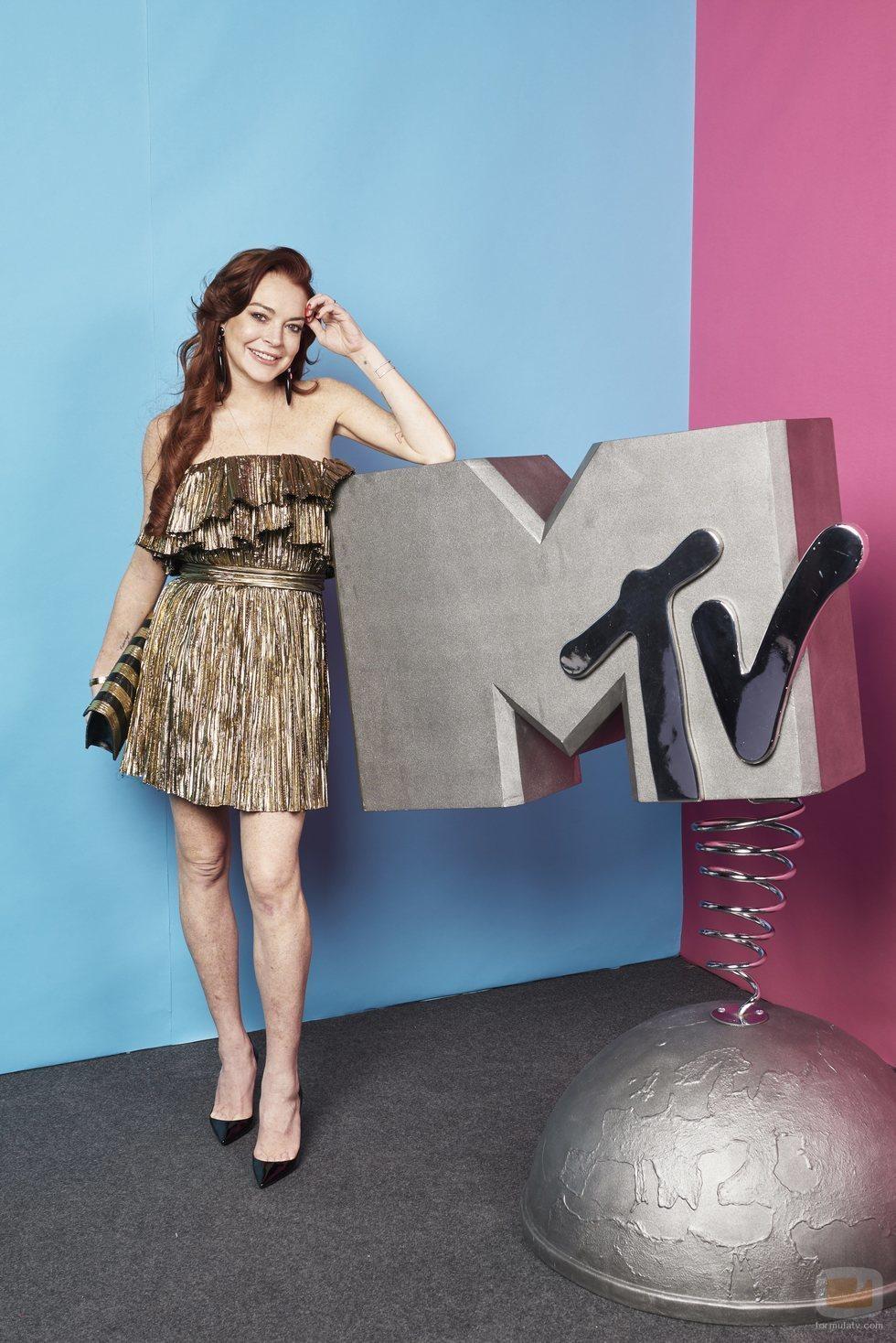 Lindsay Lohan con el logo de MTV