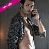 Eduardo Rosa posa muy sexy hablando por teléfono para Shangay
