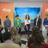 Begoña Alegría habla junto al equipo de 'La 2 Noticias'