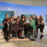 El equipo de 'La 2 Noticias' sopla las velas de su 24 cumpleaños