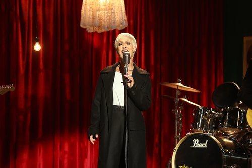 Marta Botía como The Cranberries en la Gala 7 de 'Tu cara me suena'