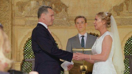 Una pareja en la Alhambra de Granada en 'Cuatro Weddings'