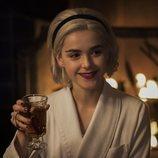 Sabrina Spellman, muy hogareña en el especial de Navidad de 'Las escalofriantes aventuras de Sabrina'