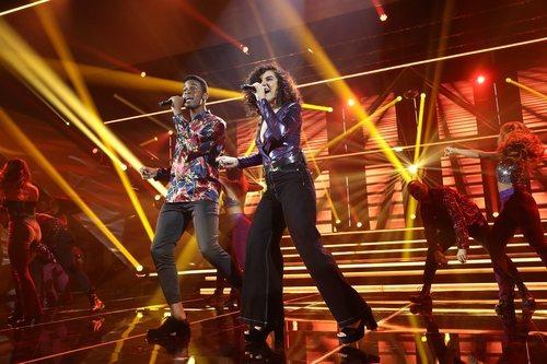 Famous y Marta en su actuación de la Gala 8 de 'OT 2018'