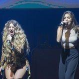 """Reencuentro """"warmi"""" de Mimi y Ana Guerra en el concierto de Madrid"""