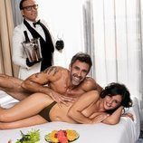 Alonso Caparrós posa al desnudo junto a su pareja Angélica