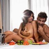 El presentador Alonso Caparrós posa junto a su mujer al desnudo para Primera Linea