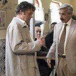 Antonio habla con el marido de Amparo en la 19ª temporada de 'Cuéntame cómo pasó'