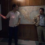 Matt Letscher y Michael Peña en 'Narcos: México'