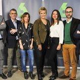 Los integrantes de 'Equipo de investigación' junto a Gloria Serra