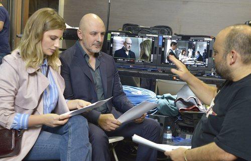 El rodaje de 'Caronte', con Roberto Álamo y Miriam Giovanelli