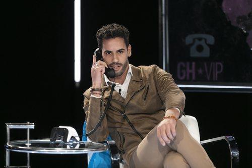Asraf Beno llamando por teléfono en la gala 11 de 'GH VIP 6'