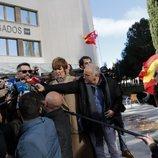 Dani Mateo, increpado por un grupo de españolistas a la salida del juzgado