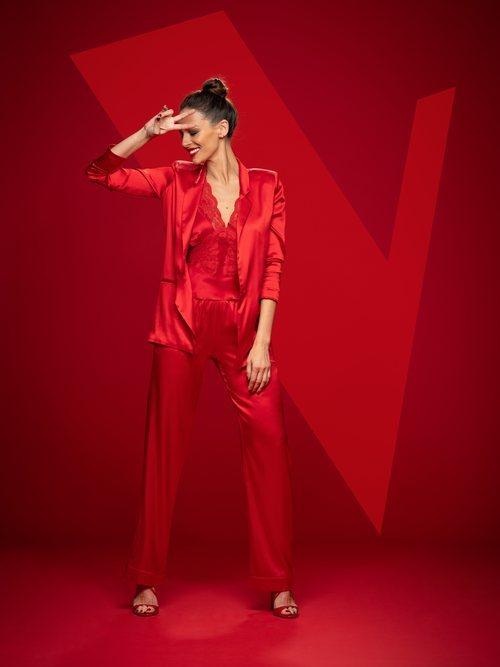 Posado de Eva González como presentadora de 'La Voz' en Antena 3