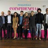 Elenco protagonista y directivos de los canales de 'Pequeñas coincidencias'