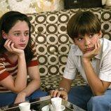 Carlos y Karina en los inicios de su historia de amor en 'Cuéntame cómo pasó'