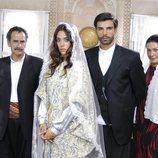 Cansu Dere, Mehmet Akif Alakurt, Menderes Samancilar y Zeynep Eronat en 'Sila'