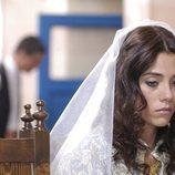 Cansu Dere como Sila el día de su boda en la telenovela turca, 'Sila'
