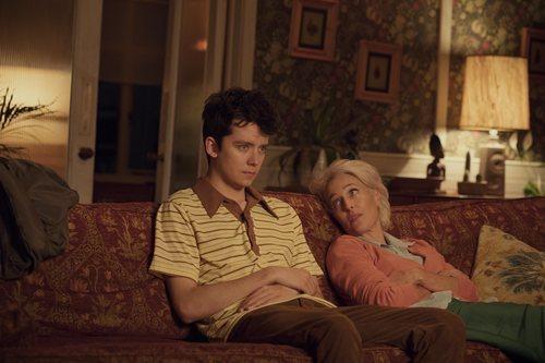 Gillian Anderson y Asa Butterfield en la serie 'Sex Education'