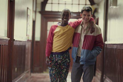 Ncuti Gatwa y Asa Butterfield como Eric y Otis en 'Sex Education'
