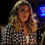 Edurne, como camarera en la temporada 3 de 'Servir y proteger'