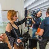Leticia Dolera en su rol de directora en 'Déjate llevar'