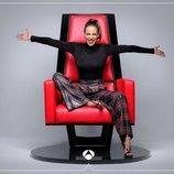 Eva González, sentada en el sillón de los coaches de 'La Voz'