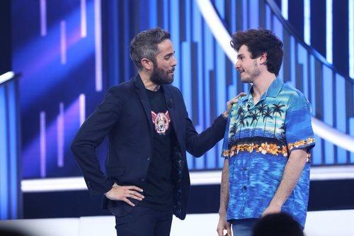 Roberto Leal con Miki tras ser expulsado en la Gala 12 de 'OT 2018'