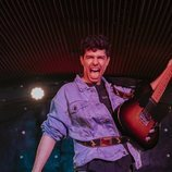 Alfred García con su guitarra eléctrica en un concierto