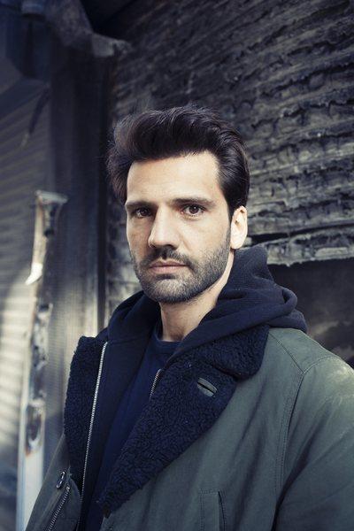 Kaan Urgancioglu, actor que interpreta a Emir Kozcuoglu en 'Kara Sevda'