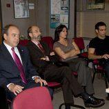 Miguel Rellán con el equipo de 'El comisario'