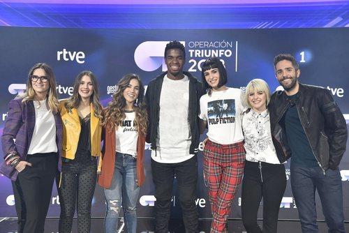 Los finalistas de 'OT 2018' con Noemí Galera y Roberto Leal en la rueda de prensa