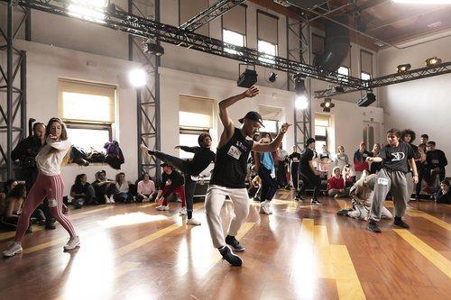 Bailarines se juegan una plaza en 'Fama a bailar' en los castings de Madrid