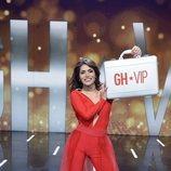 Miriam Saavedra posa junto al maletín en la final de 'GH VIP 6'